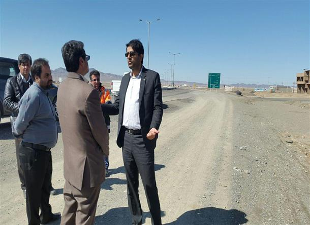 بازدید بخشدار مرکزی به اتفاق ریاست اداره راهداری و حمل و نقل از محور فردوس-بجستان